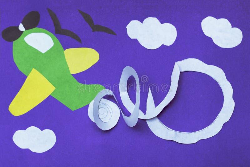 Aeroplano hecho a mano en el papel violeta Concepto de DIY Ilustraciones más buenas del niño fotos de archivo libres de regalías