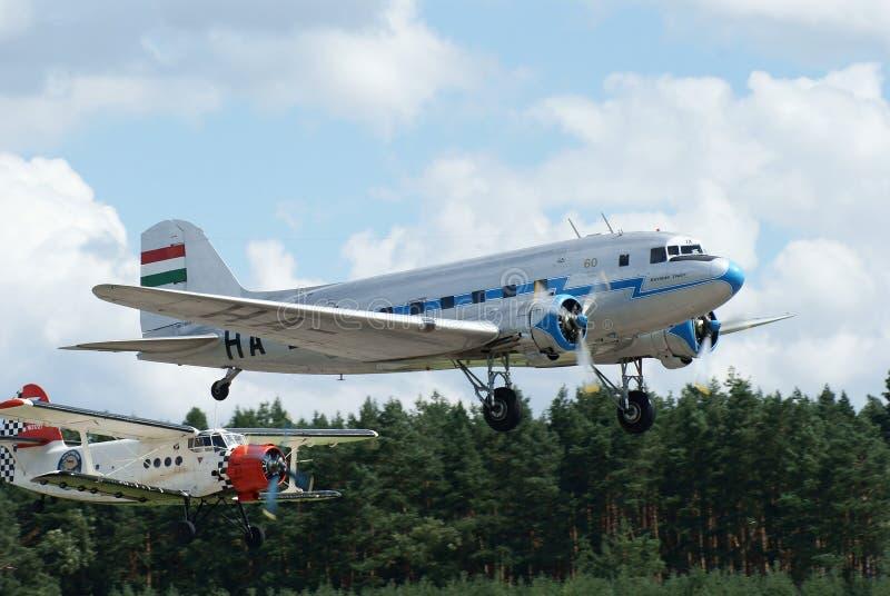 Aeroplano histórico Lisunov LI-2 y Antonov an2 imagenes de archivo