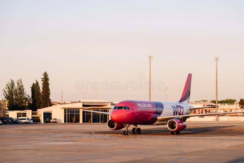 Aeroplano listo para el despegue en Valencia International Airport fotografía de archivo libre de regalías