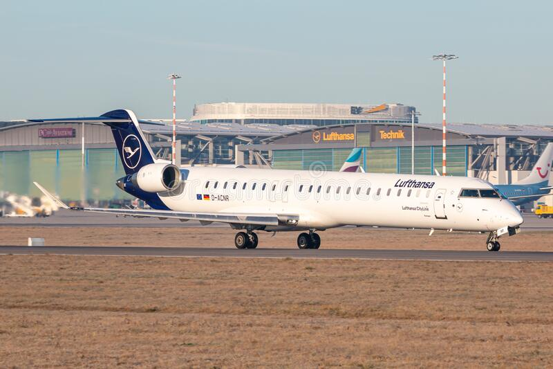 Aeroplano Lufthansa Bombardier CRJ-900 all'aeroporto di Stoccarda immagine stock