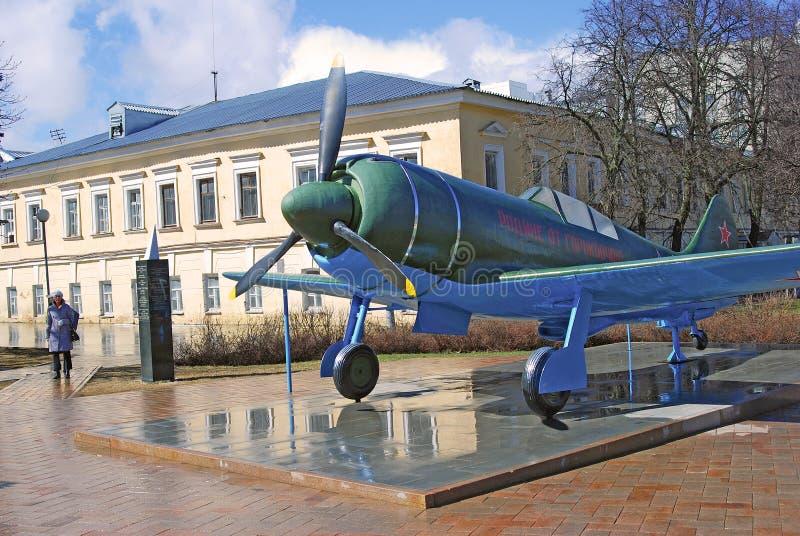 Aeroplano militar mostrado en el Kremlin en Nizhny Novgorod, Rusia imágenes de archivo libres de regalías