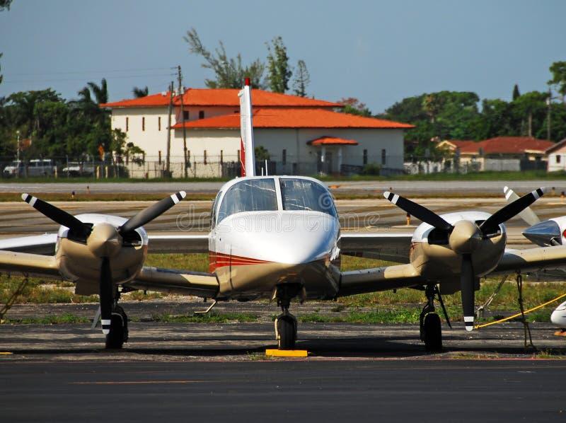 Aeroplano moderno del turbopropulsore immagine stock libera da diritti