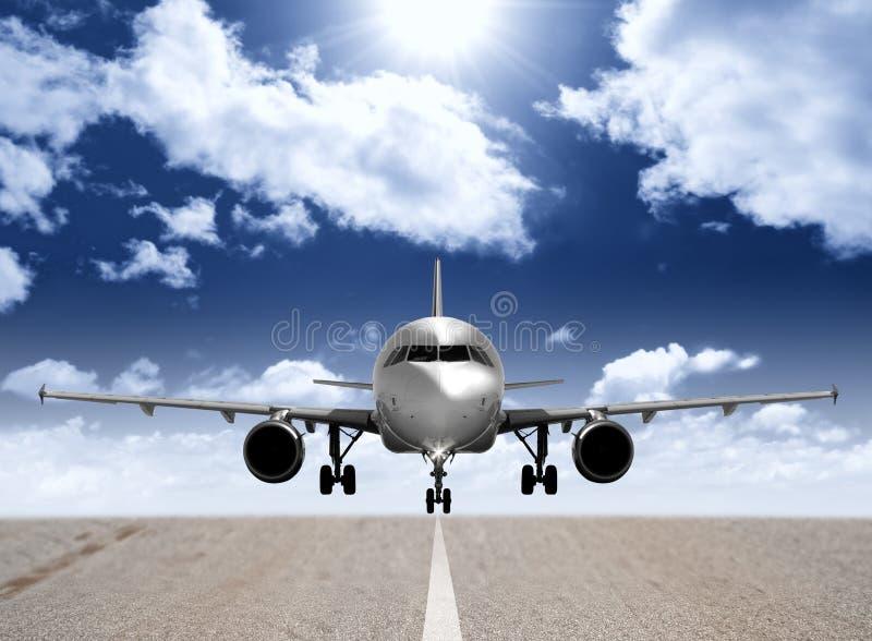 Aeroplano nella pista immagine stock