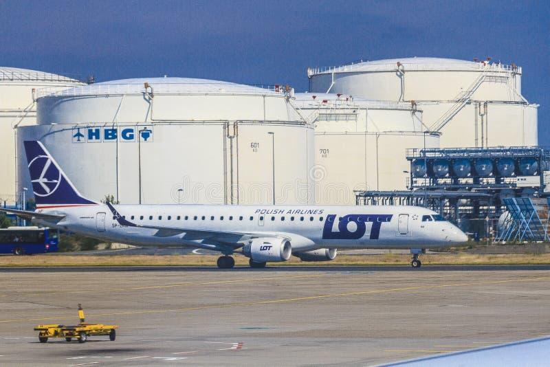 Aeroplano polacco di linee aeree immagine stock
