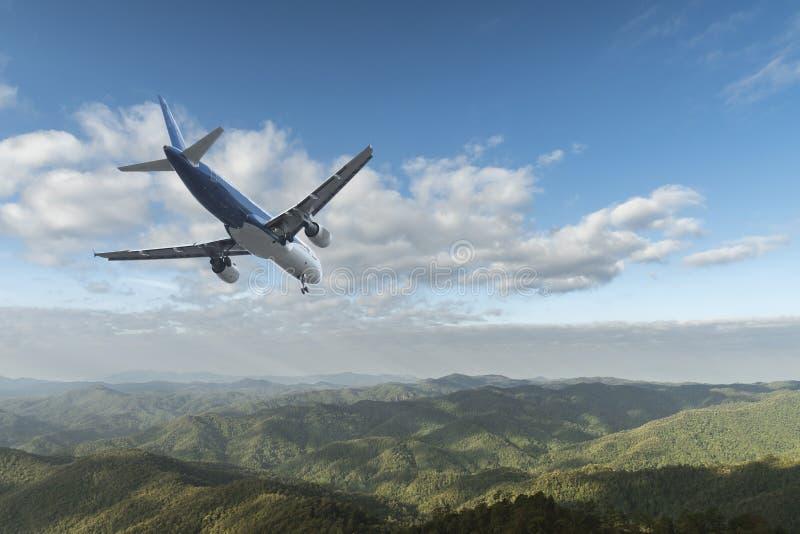 Aeroplano sobre las nubes fotografía de archivo libre de regalías