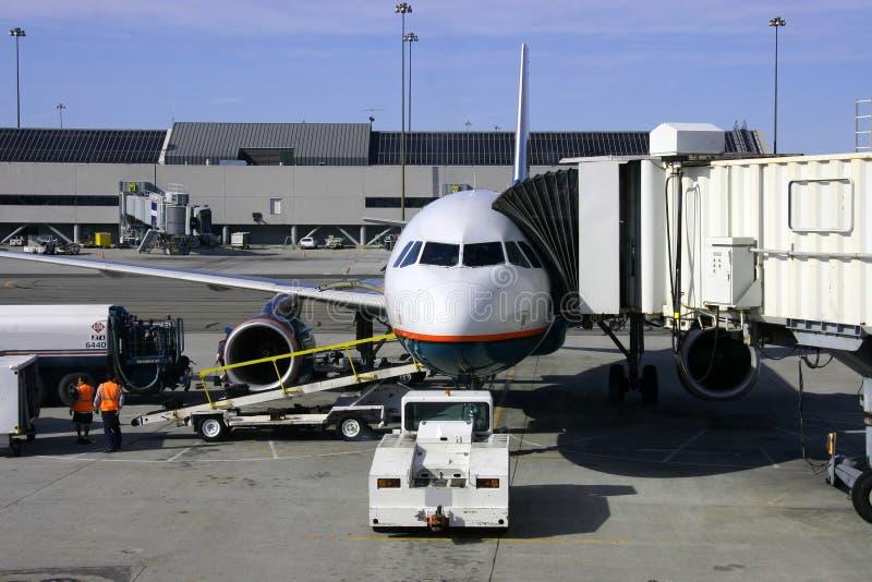 Aeroplano y Jetway fotos de archivo libres de regalías
