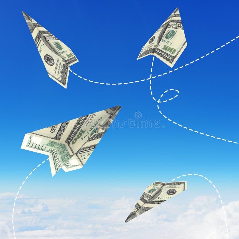 Aeroplanos de papel hechos de cientos billetes de dólar imagen de archivo libre de regalías