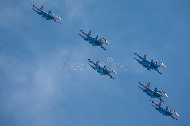 aeroplanos en salón aeronáutico imagen de archivo
