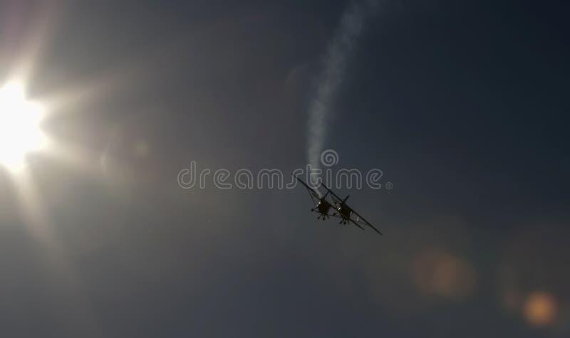Aeroplanos sincronizados en salón aeronáutico foto de archivo libre de regalías