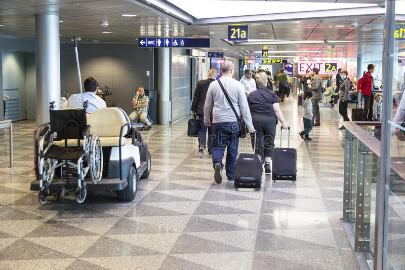 Aeroporto ammucchiato Helsinki Vantaa in finlandia fotografia stock libera da diritti