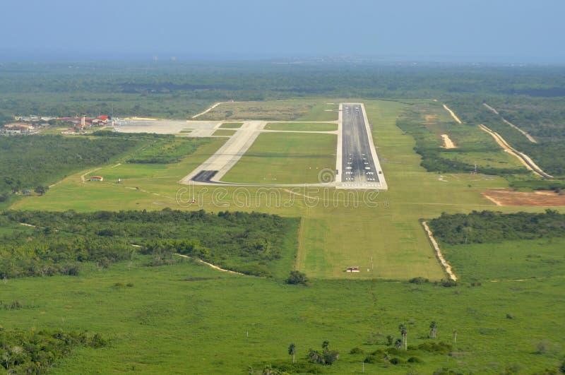 Aeroporto da tira de aterragem fotografia de stock royalty free