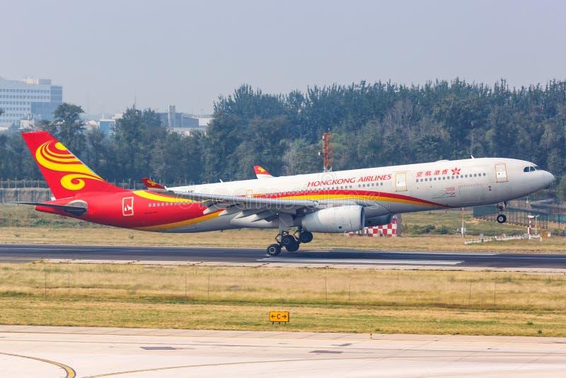 Aeroporto de Pequim de avião da Hongkong Airlines Airbus A330-300 fotografia de stock royalty free