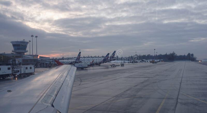 Aeroporto de Sheremetyevo O plano prepara-se para a decolagem fotografia de stock royalty free