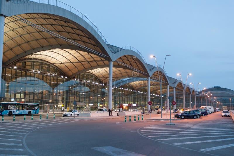 Aeroporto di Alicante al crepuscolo fotografie stock libere da diritti