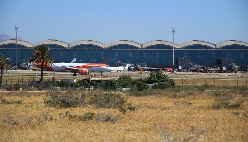 Aeroporto di EL Altet di Alicante in un giorno soleggiato della primavera fotografie stock libere da diritti