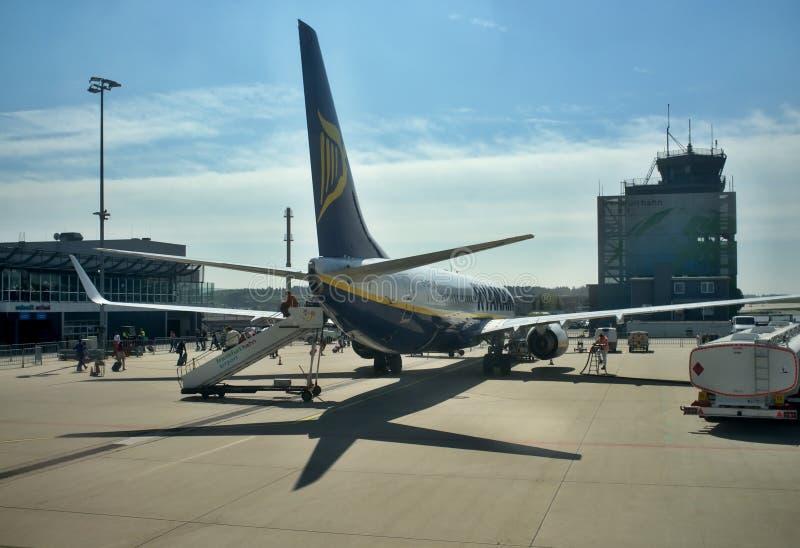 Aeroporto di Francoforte - aereo che sta al terminale 2 fotografia stock