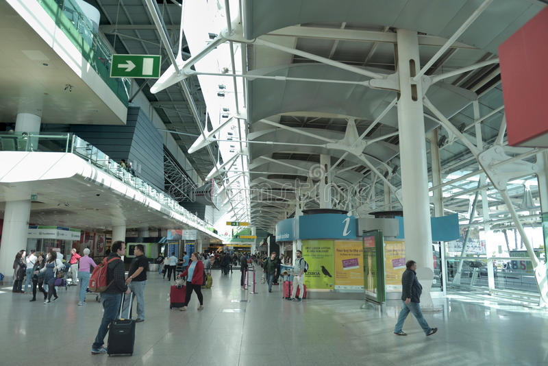 Aeroporto Lisbona : Aeroporto di lisbona terminale immagine editoriale