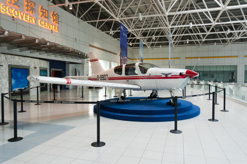 Aeroporto di Zhuhai - mostra in corridoio immagini stock