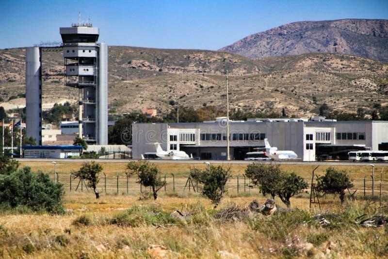 Aeroporto do EL Altet de Alicante em um dia ensolarado da mola imagem de stock
