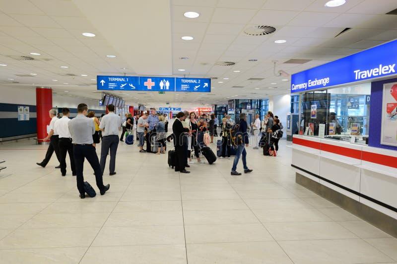 Aeroporto do interior de Praga imagem de stock