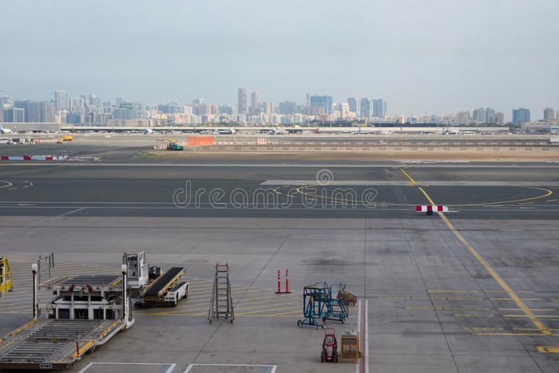 Aeroporto fora da cena da janela, esperando o voo fotos de stock