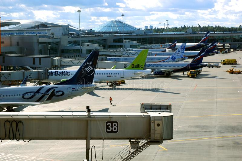 Aeroporto internacional IATA de Sheremetyevo: SVO, ICAO: UUEE é um aeroporto internacional situado em Khimki, Moscou Oblast, Rúss fotografia de stock royalty free