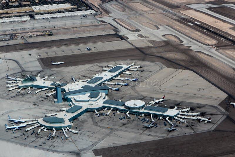 Aeroporto Las Vegas de Mc Carran da vista do helicóptero foto de stock royalty free