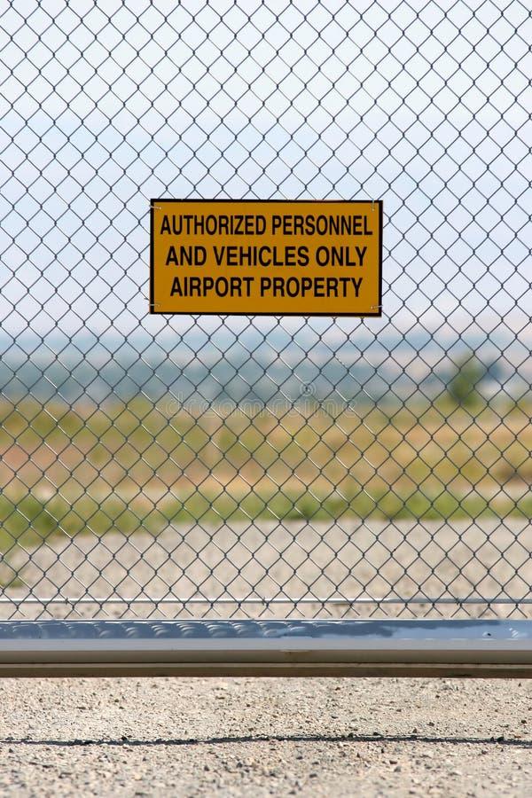 Aeroporto - pessoal autorizado somente imagens de stock