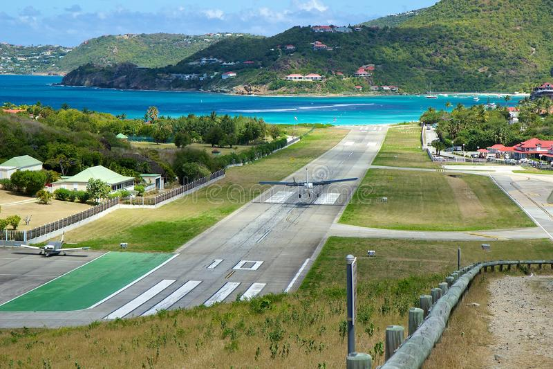 Aeropuerto al lado de la playa del St Jean, St Barths, del Caribe imagen de archivo