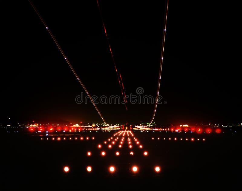Aeropuerto de la noche fotos de archivo