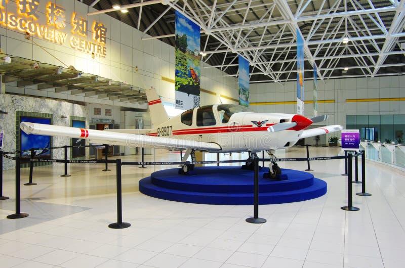 Aeropuerto de Zhuhai - exposición en pasillo fotos de archivo libres de regalías