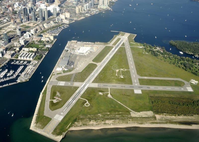 Aeropuerto del centro de ciudad de Toronto, aéreo foto de archivo libre de regalías
