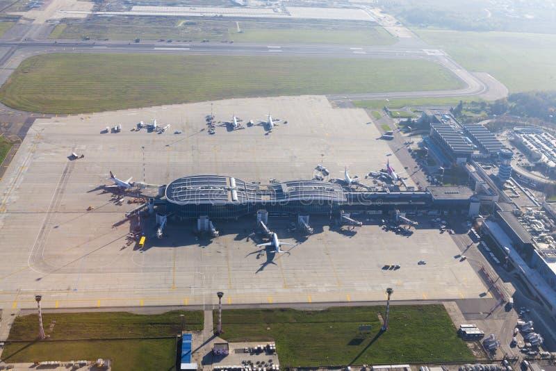 Aeropuerto internacional de Enrique Coandă de Bucarest imágenes de archivo libres de regalías