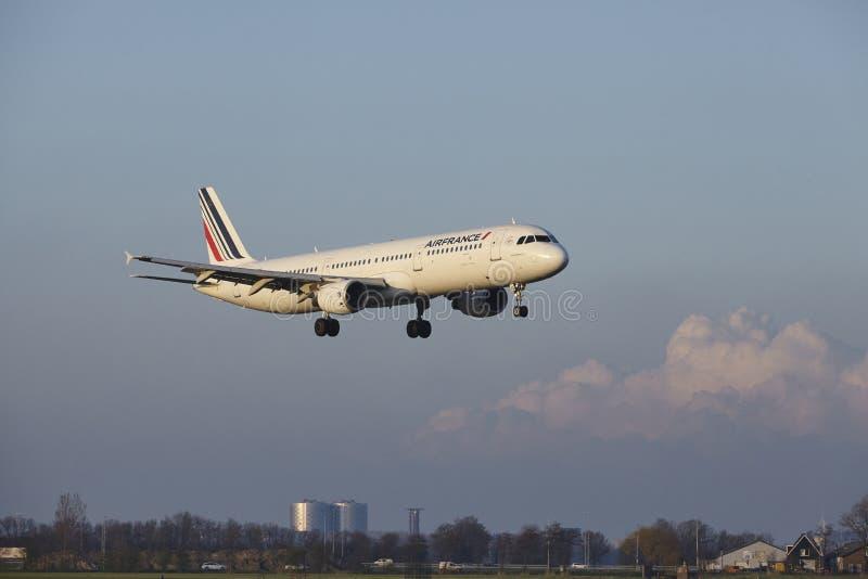 Aeropuerto Schiphol de Amsterdam - Air France Airbus A321 aterriza fotografía de archivo libre de regalías