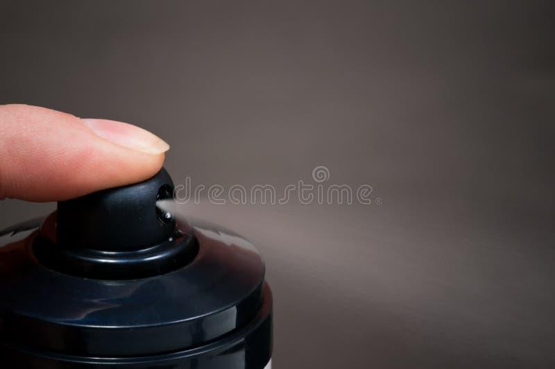 aerosol może z pokazywać kiść zdjęcia stock