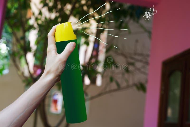 Aerosol w ręce dla zwłoka komara obraz stock