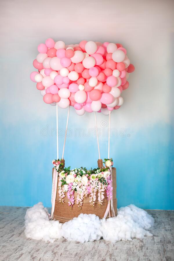 Free Aerostat From Balloons With Basket Decorated With Flowers. Balloons Basket For Air Flight On Background Decorative Blue Sky With C Stock Photography - 174709322