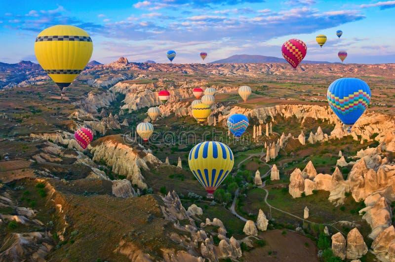 Aerostati di aria calda in Cappadocia, Turchia immagini stock libere da diritti