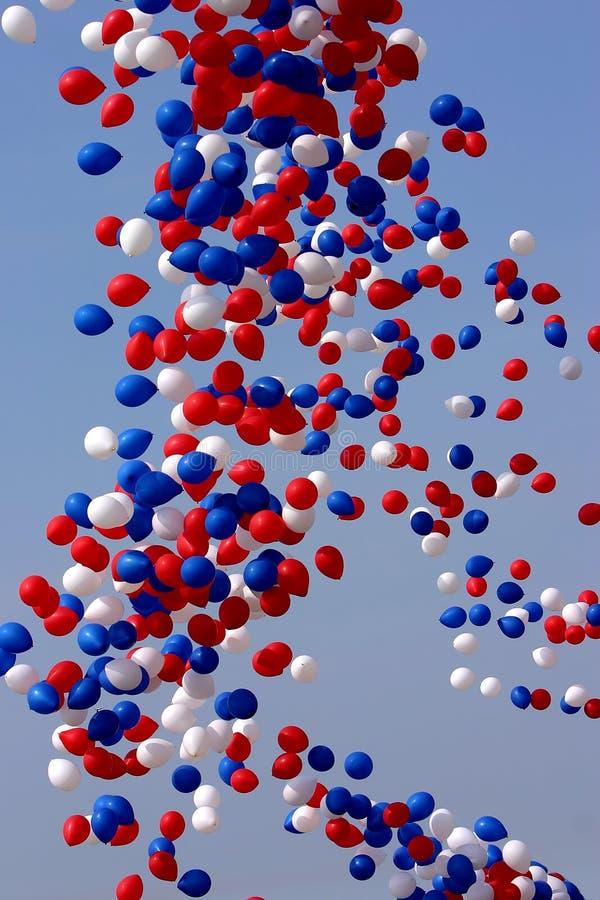 Aerostati di celebrazione rilasciati fotografie stock libere da diritti