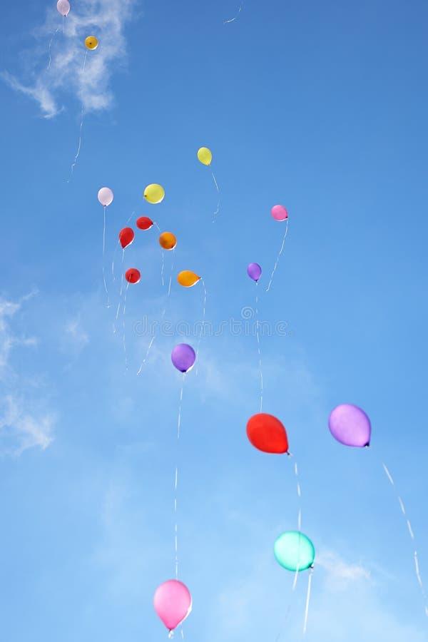 Aerostati nel cielo blu fotografie stock libere da diritti
