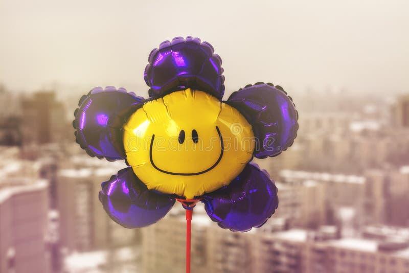 Aerostato con il fronte sorridente fotografie stock libere da diritti