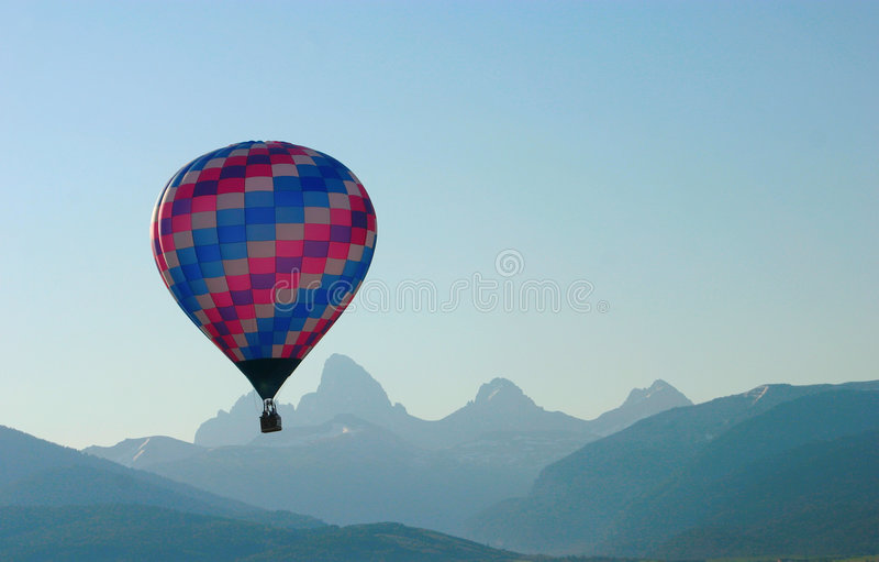 Aerostato di aria calda Tetons immagine stock libera da diritti