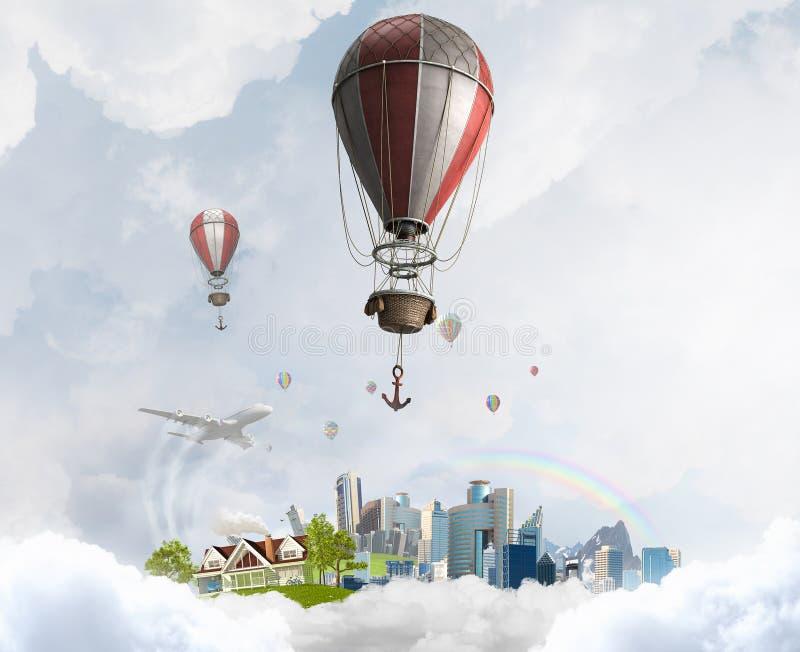 Aerostatos que vuelan sobre el cielo Técnicas mixtas fotografía de archivo libre de regalías