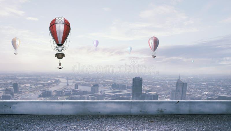 Aerostats som flyger över himmel Blandat massmedia royaltyfri foto