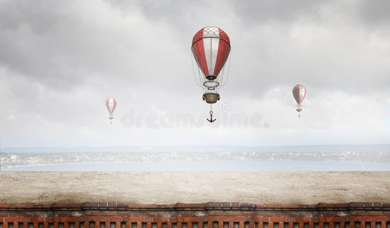 Aerostats som flyger över himmel Blandat massmedia arkivfoto