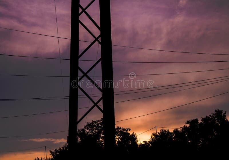 Aesthetical linie energetyczne z chmurnym niebem obrazy royalty free
