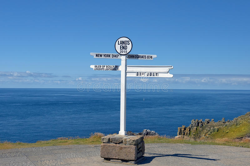 Afaste o letreiro no Land's End, península de Penwith, Cornualha, Inglaterra imagem de stock royalty free