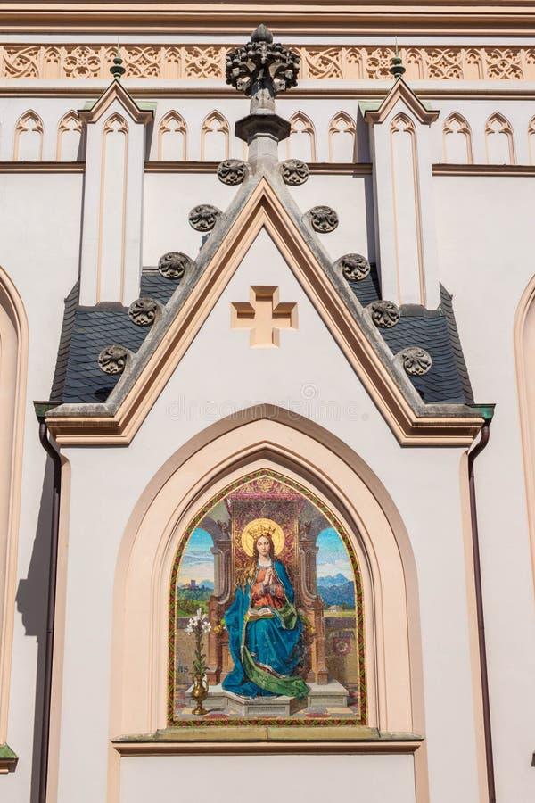 Afbeelding van Maagdelijke Mary met een boek op buiten St Nikolaus kerk, Rosenheim, Duitsland royalty-vrije stock foto