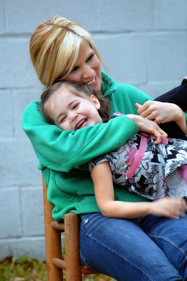 Afeição entre a matriz e a filha fotos de stock royalty free