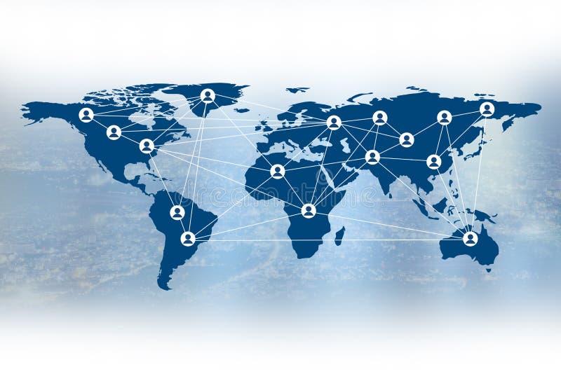 Affär det sociala massmedia och det personliga symbolet på världskarta royaltyfria bilder